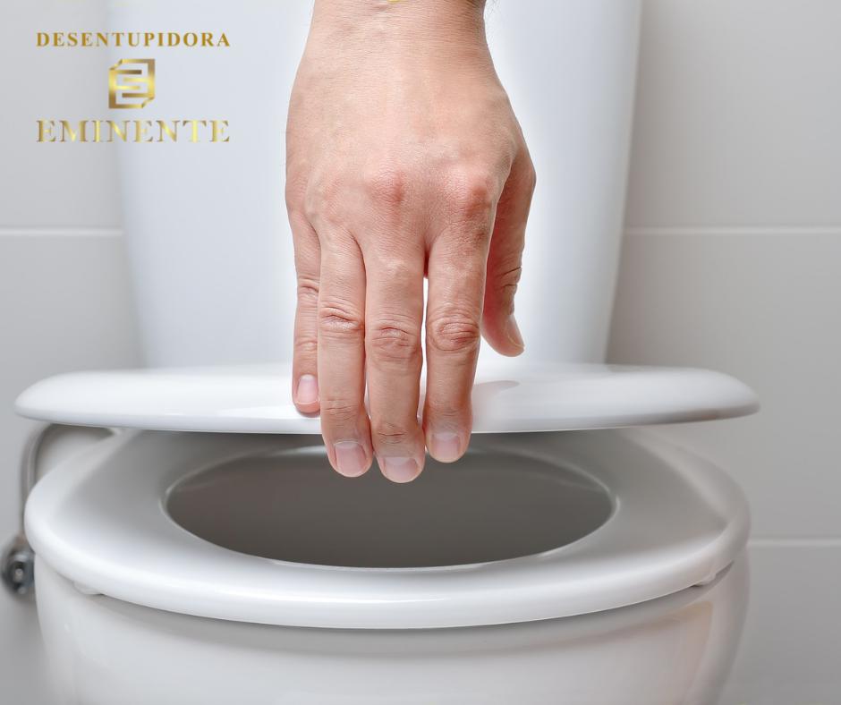 Vazamento na Base do Vaso Sanitário